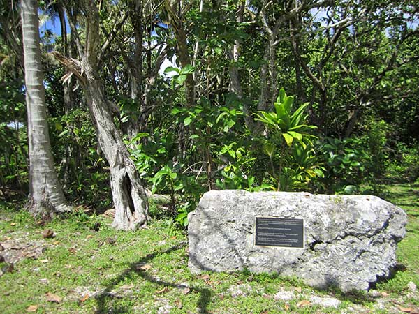 Memorial stone and plaque, Marae Orongo i Tai - Atiu